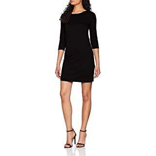 Modetrends 2021 zeigt eine Frau mit schwarzem, kurzem Business Kleid und hochhackigen Sandalen